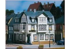 casa pe colt cu Irish Pub - H0/TT AUHAGEN 12255